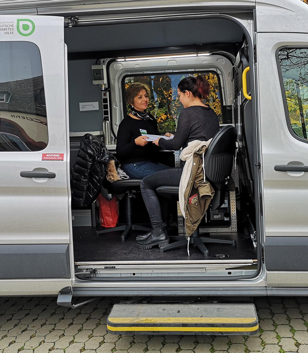 Foto: Maria Gritsch arbeitet im Diabetes-Mobil