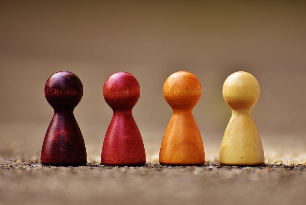 Foto von 4 Holzspielfiguren zur Familientherapie von im-kern-gesund