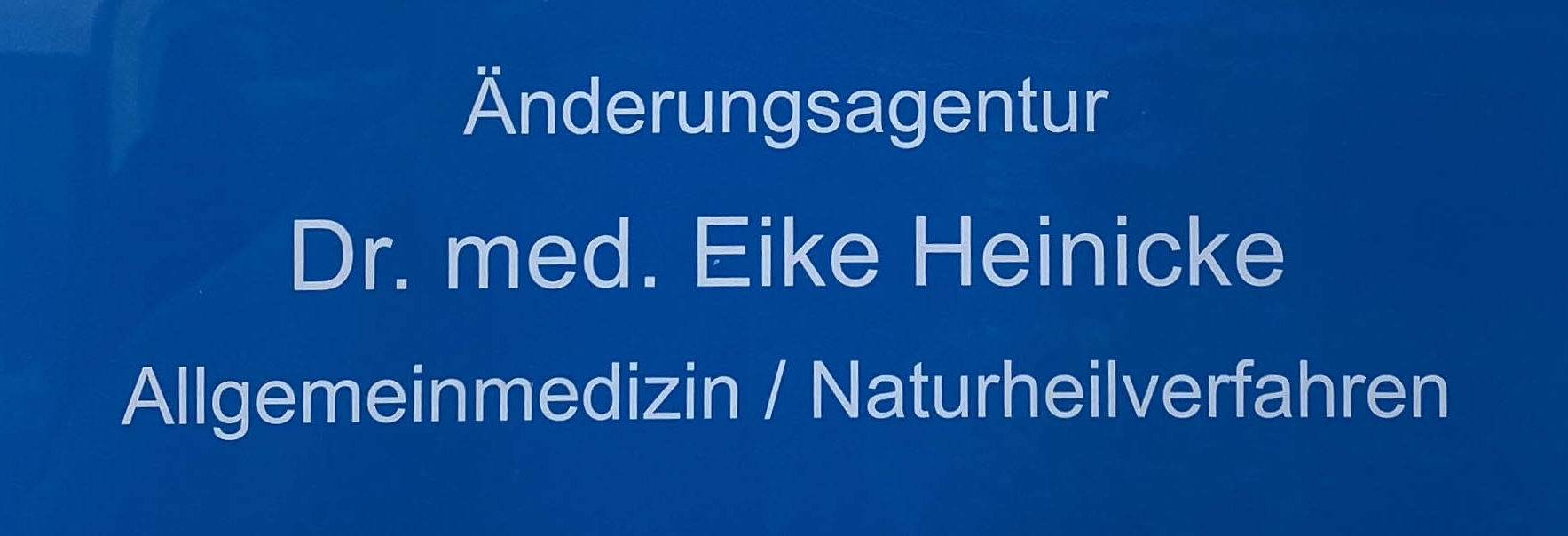 Praxisschild vom AMM-Netzwerkpartner Änderungsagentur Dr. med. Eike Heinicke