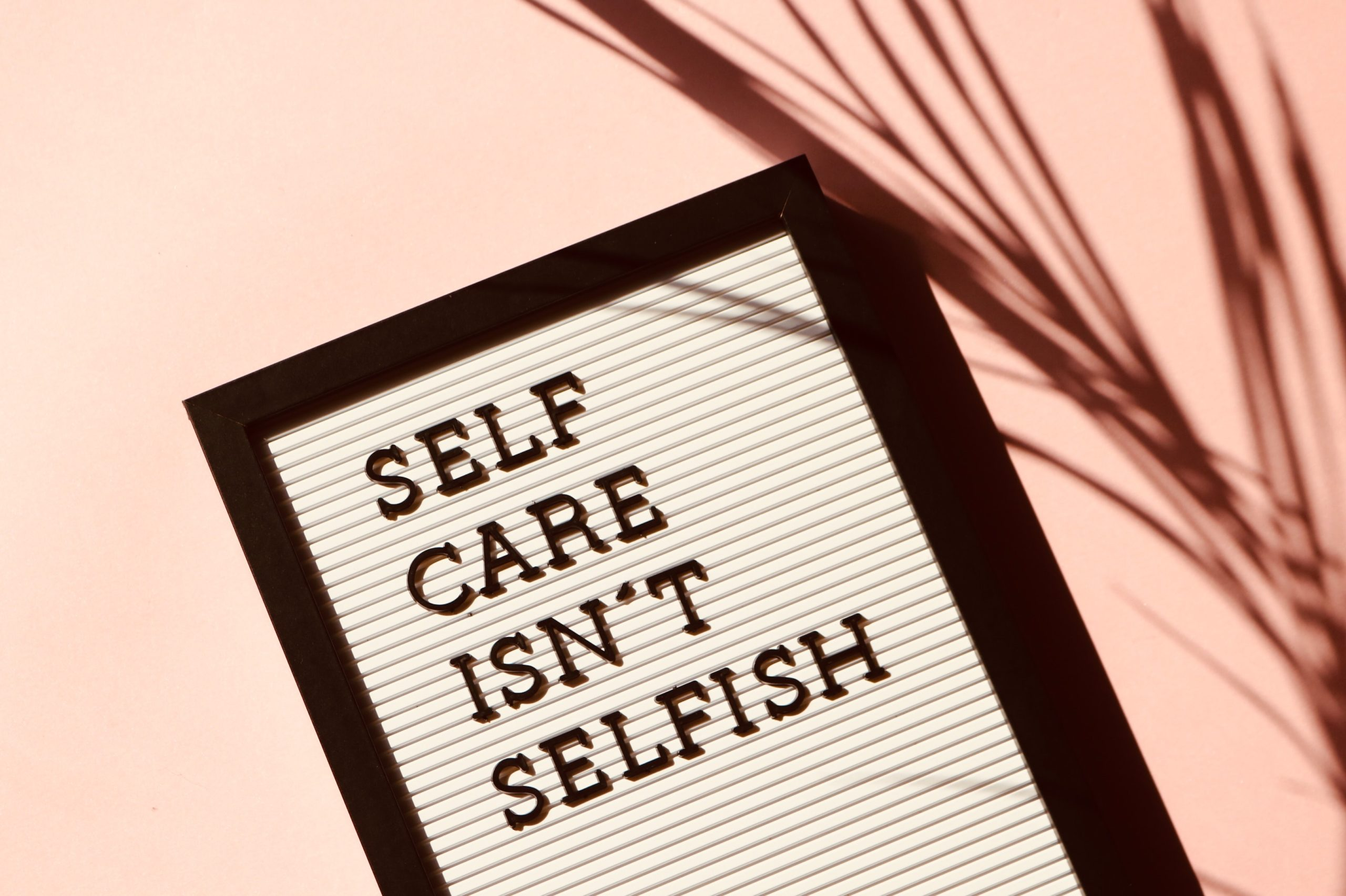 "Foto mit Text ""selfcare isn't selfish"""