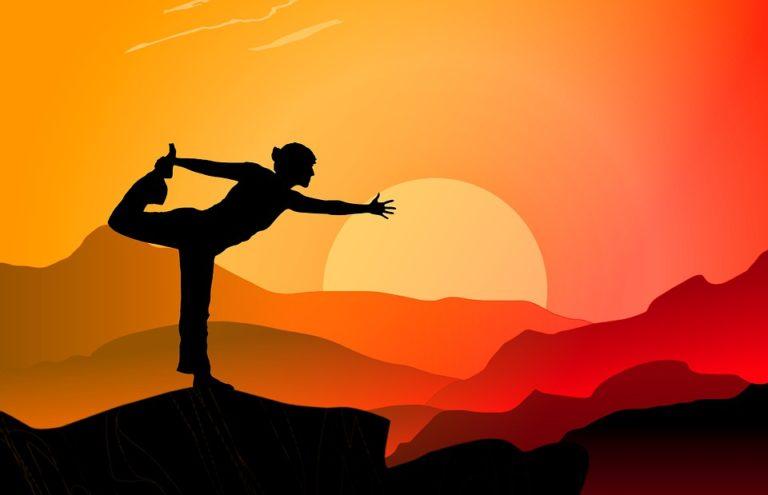 Yoga vor Sonnenuntergang
